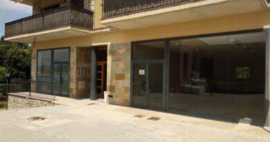 L'Ajuntament d'Olius aconsegueix la titularitat de dos locals de la plaça de l'Olivera després de més de 8 anys de tràmits