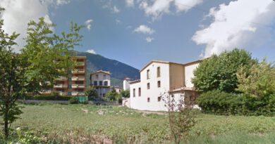 L'Ajuntament de Sant Llorenç compra el camp del costat del consistori i la casa de Cal Cametes a la parròquia